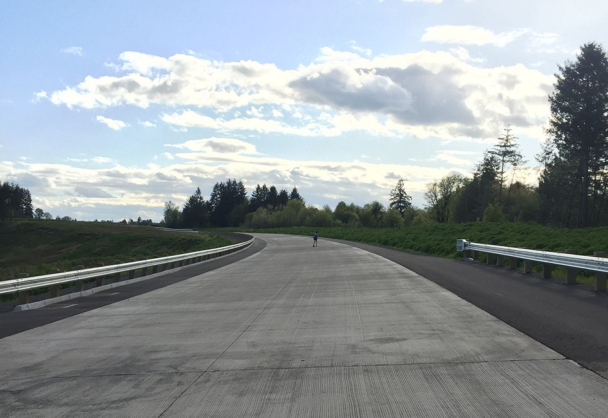 A paved stretch of the Newberg Dundee bypass